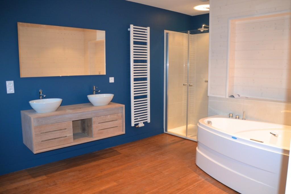 SALLE DE BAIN meuble suspendu, baignoire balneo et douche